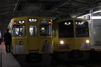 2010年12月28日、小川、右が295F+1245Fの6750レ。