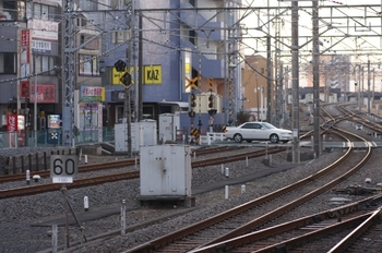 2011年1月22日、所沢、4番ホーム下り方の速度制限標識。