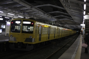 2011年1月25日、小平、20時0分に発車した1311F+295Fの上り回送列車。