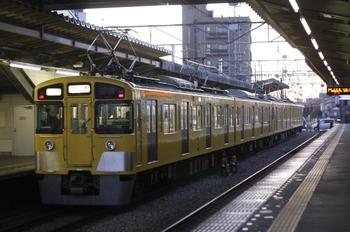 2011年1月27日 6時40分頃、西所沢、到着した2463F+2455Fの上り回送列車。