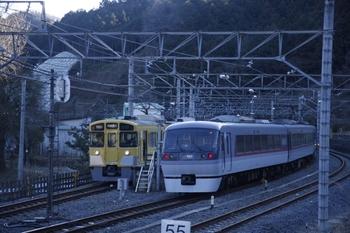 2011年1月30日、吾野、左が1003レの2063F。