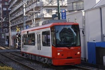 2011年2月4日、学習院下~面影橋、オレンジ色の8809の早稲田ゆき。