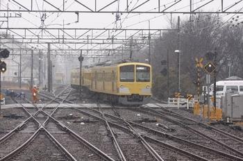 2011年2月11日 13時40分頃、萩山、3番ホームから電留線へ入る263F。