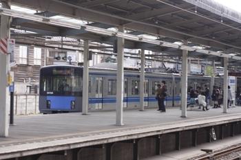 2011年2月19日、小川、通過する20156Fの3307レ。