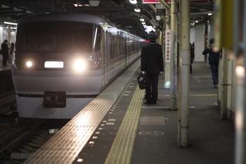 2011年2月17日 19時45分頃、所沢、到着する10102Fの上り回送列車。