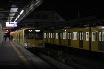 2011年2月24日、西所沢、左は6193レの1241F。