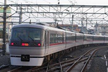 2011年2月25日、所沢、発車した10112Fの特急 むさし(6レ)。