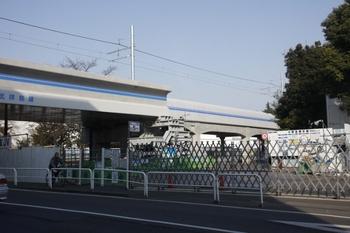 2011年2月27日、萩山~小川、府中街道交差部分を南側から。