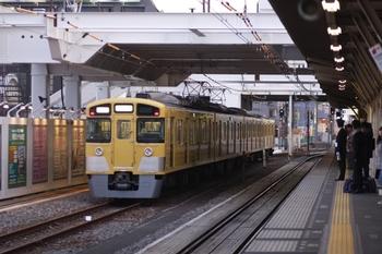2011年3月5日 17時30分頃、所沢、6番線から発車する2501F。