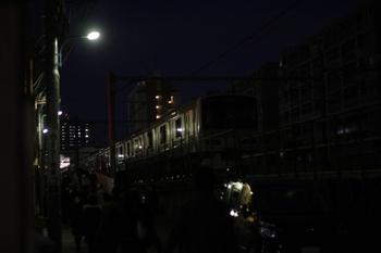 2011年3月11日  18時20分頃、目白、放置されたクハE231-522ほかの外回り電車。
