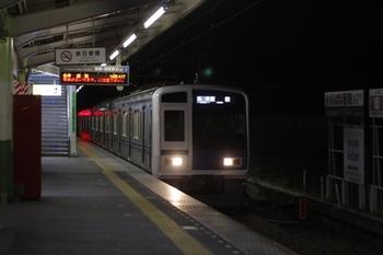 2011年3月11日 23時38分頃、元加治、6117Fの各停 飯能ゆき。