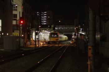 2011年3月11日 19時50分頃、椎名町、上りホームに留置の3001F。