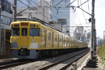 2011年3月17日 12時27分頃、高田馬場~下落合、2419F+2033Fの各停 新所沢ゆき。