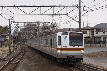 2011年4月3日 9時30分頃、元加治、メトロ7028Fの各停 渋谷ゆき。