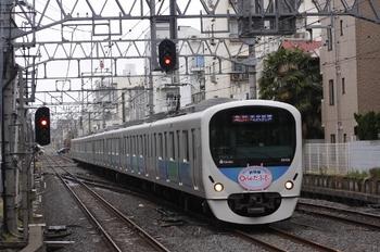 2011年4月9日 11時41分頃、井荻、38106Fの急行 西武新宿ゆき。