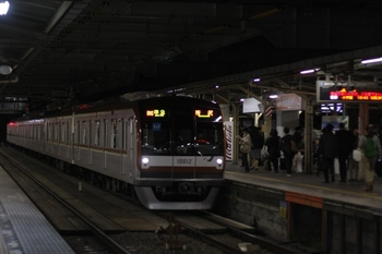2011年4月18日 19時45分頃、所沢、17分遅れで所沢止まりの準急 メトロ10012F。