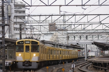 2011年4月25日、西所沢、2453F+2455Fの6101レ。