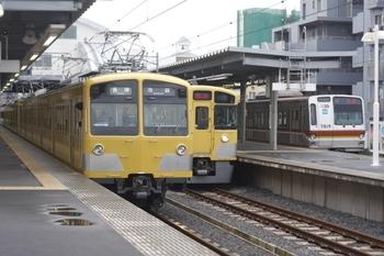 2011年4月28日 6時42分頃、東長崎、右が回送のメトロ7019F。