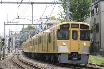2011年4月30日、池袋~椎名町、2073Fの2107レ(西武秩父ゆき)。
