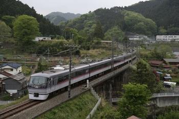 2011年5月7日 14時27分頃、東吾野~吾野、10110Fの下り回送列車。