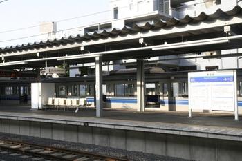 2011年5月22日 6時2分頃、東長崎、1番ホームで点検中の夜間滞泊だった6153F。