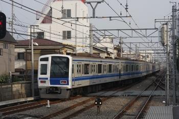 2011年5月21日 6時14分頃、東長崎、1番ホームから発車した6154Fの下り回送。
