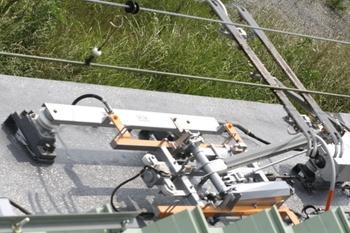 2011年6月4日、モハ9806の集電装置、上から