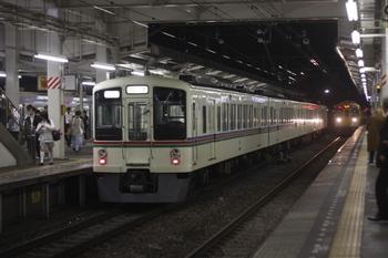 2011年6月3日 21時3分頃、小手指、発車を待つ4005Fの下り回送列車。
