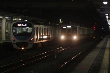 2011年6月10日 21時18分頃、仏子、中線に入る4007Fの下り回送列車。