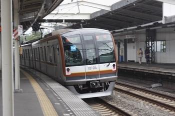 2011年6月19日、稲荷山公園、女性運転士の3615レ(メトロ10004F)。