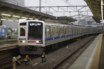 2011年6月27日、清瀬、上り2番ホームに到着する6156Fの6439レ。