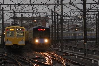 2011年7月20日、所沢、左が271F+1303Fの2168レ。