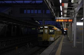 2011年8月1日、西所沢、発車した2503Fの6185レ。