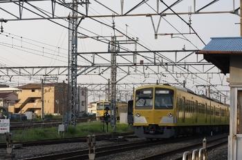 2011年8月11日 6時4分頃、所沢、手前が295F+1311Fの新宿線・上り回送。
