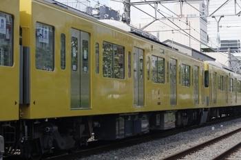 2011年8月31日、高田馬場~下落合、クハ2462の空気側(?)
