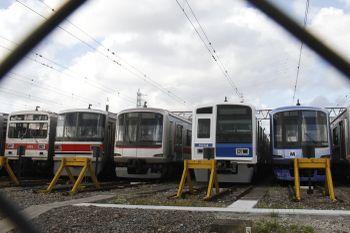 2011年9月17日 15時40分頃、東急 元住吉検車区、西武6154Fと東急車たち