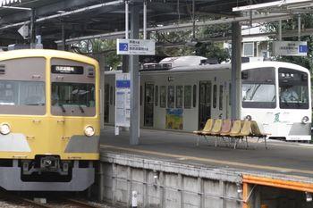 2011年9月23日、萩山、右が1249Fの6496レ。