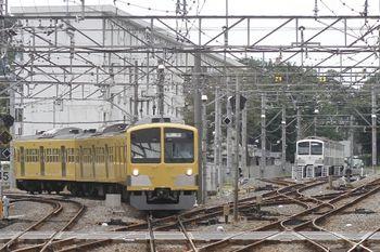 2011年9月25日 14時37分頃、萩山、左が1257Fの上り回送列車。