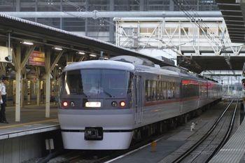 2011年9月25日 17時22分頃、所沢、4番ホームを通過する10105Fの下り回送。