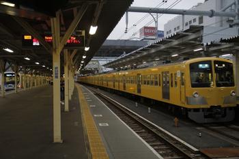 2011年10月2日、所沢、左奥に38107Fの4139レ。