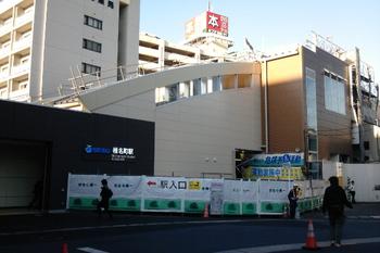 2011年10月4日、椎名町、北側の池袋方の駅出入り口。
