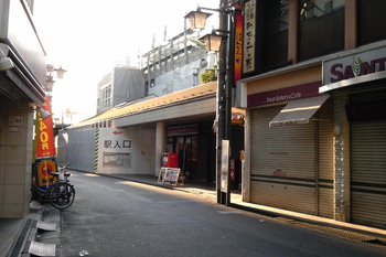 2011年10月4日、椎名町、以前の北口。