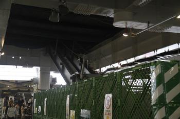 2011年10月8日午後、所沢、4番ホームから見た池袋方。