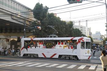 2011年10月16日、東池袋四丁目、荒川車庫ゆき花電車。