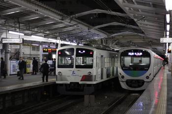 2011年10月26日、小平、左が6080レの1253F。