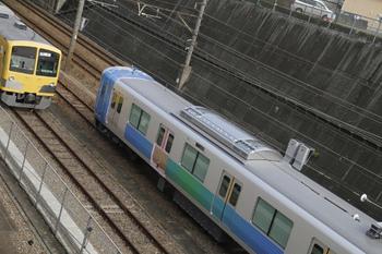 2011年10月30日、新秋津、クハ38111。左は263F。