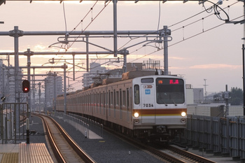 2011年10月30日 6時21分頃、石神井公園、メトロ7034Fの下り回送。