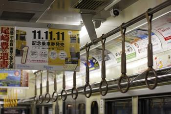 2011年11月11日、西所沢、モハ242(だったと思います)の車内。