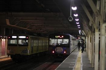 2011年11月12日、所沢、左が6番線の287F+281F回送列車。