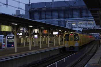 2011年11月11日、所沢、右が2079Fのイレギュラーな上り回送列車。
